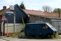 Ancienne station-service ESSO  (Fourgon RENAULT Trafic)