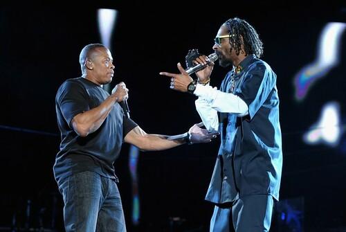 Snoop Dogg & Dr Dre perform at Coachella 2012 with 50 Cent, Eminem, Wiz Khaifa, Kendrick Lamar and 2Pac's hologram (Video)