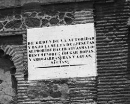 Curioso aviso municipal en el Convento de la Concepción en los años 20. Foto Otto Wünderlich