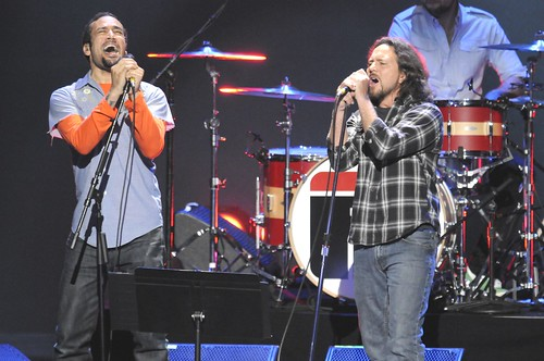 <p>Eddie Vedder and Ben Harper perform the Queen favorite &quot;Under Pressure&quot; for the David Lynch Foundation`s &quot;Change Begins Within&quot; benefit concert.</p>