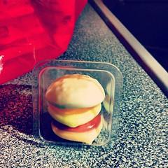 So cute ce petit chewing gum burger ...