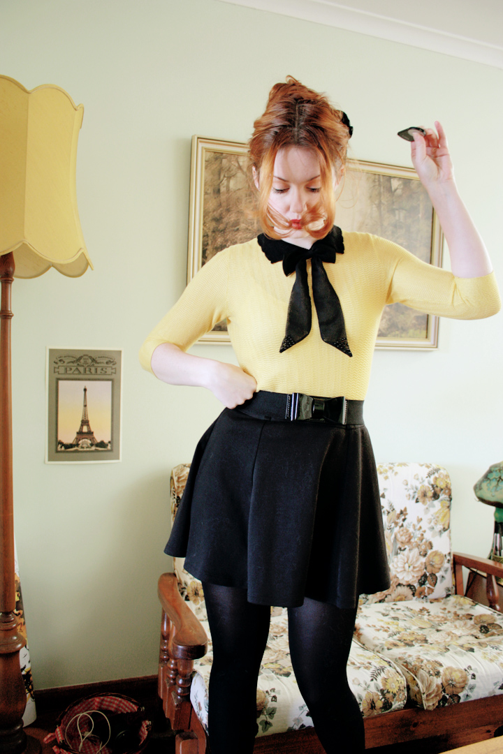 black yellow bow b