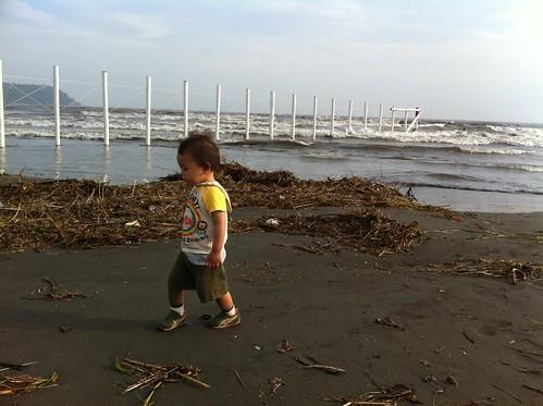 波打ち際を散歩