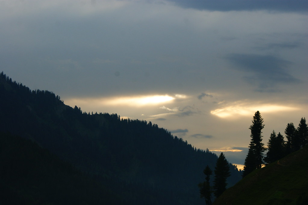 """MJC Summer 2012 Excursion to Neelum Valley with the great """"LIBRA"""" and Co - 7607616454 b394de1997 b"""