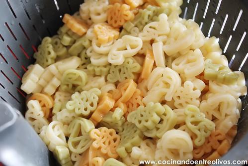 Pasta con calabacin, gambas y tomate (7)