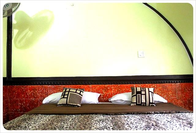 backwater houseboat bedroom