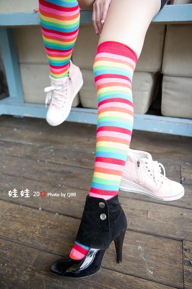 。。。娃娃  七彩襪的夏天。。。