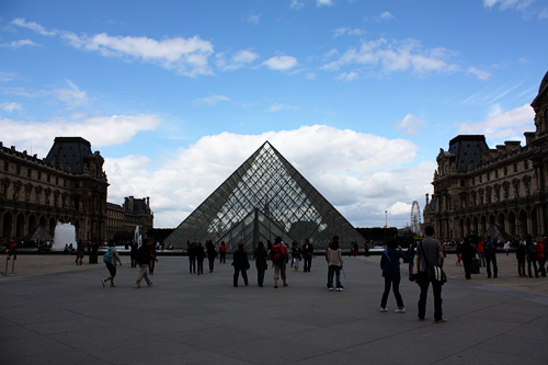 Pyramids-of-Louvre