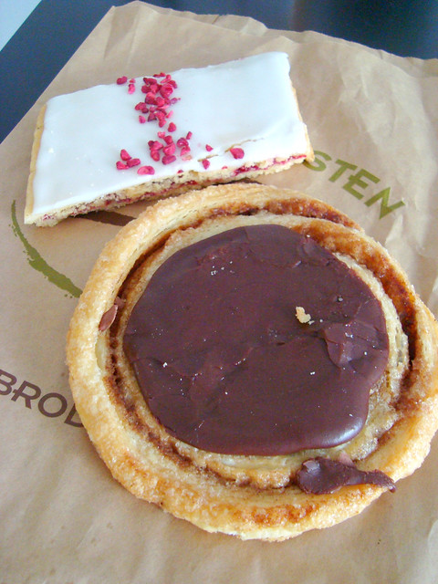 Raspberry Shortbread & Chocolate Roll