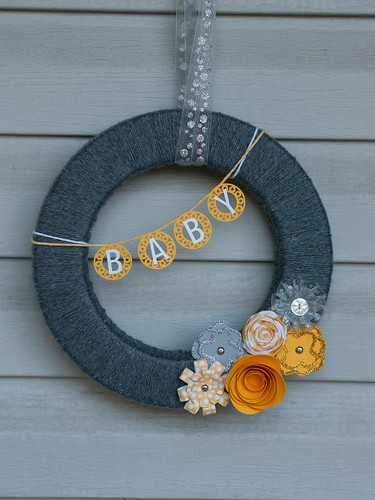 Baby shower wreath
