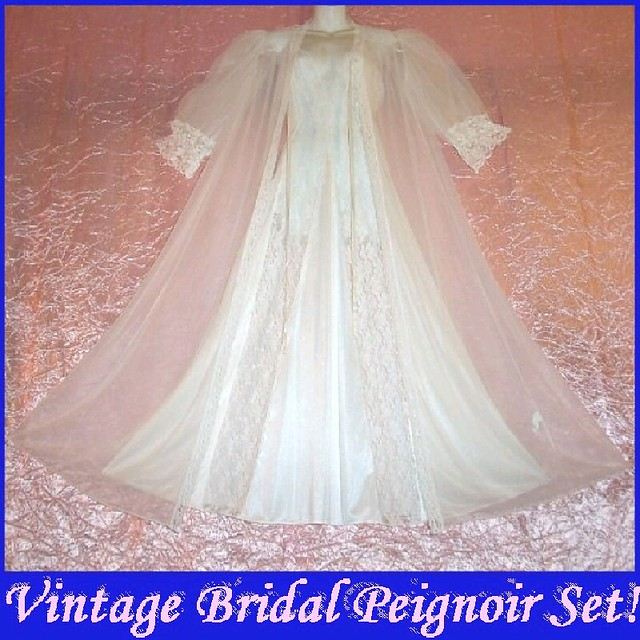 Bridal White Vintage Nightgown and Peignoir Set size Small!