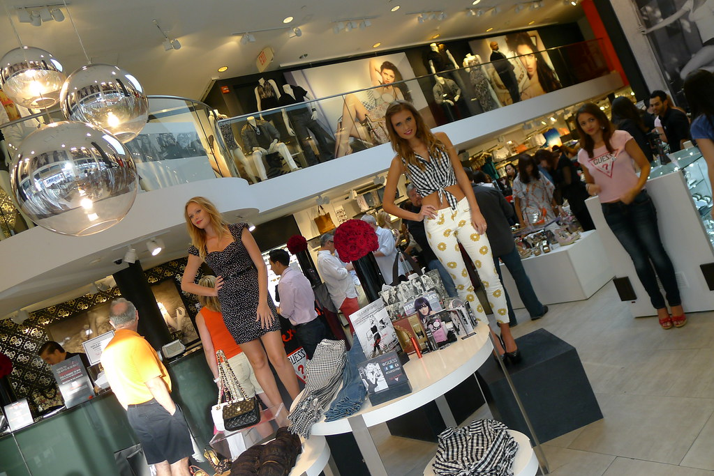"""Last week I had the opportunity to be invited for Guess Store at Lincoln  Road, Miami Beach to celebrate """"GUESS 30 Sexy Years"""" along with Marie  Claire ... 812a850d09f0"""