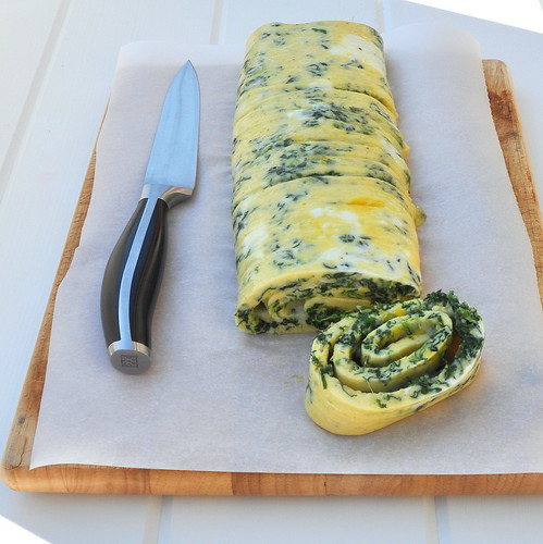 お弁当にぴったりの卵焼き!ほうれん草をたっぷり混ぜたカラフルレシピ
