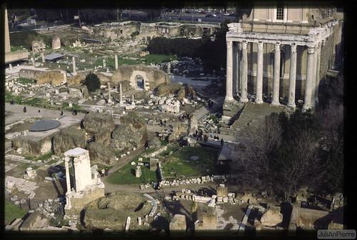 ROMA ARCHEOLOGIA: Foro di Nerva e Foro della Pace, completamento degli scavi 1995-1997 [01/1998].