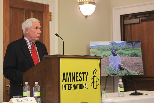 <B>Rep. Frank Wolf discusses the dire situation of Sudanese refugees in South Sudan at a TLHRC briefing with Amnesty International. </B>