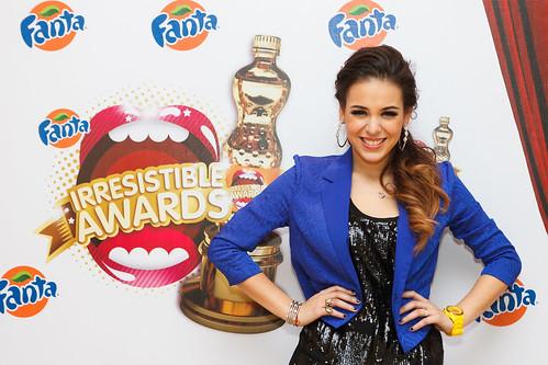 Danna Paola participando como conductora de los Irresistible Awards