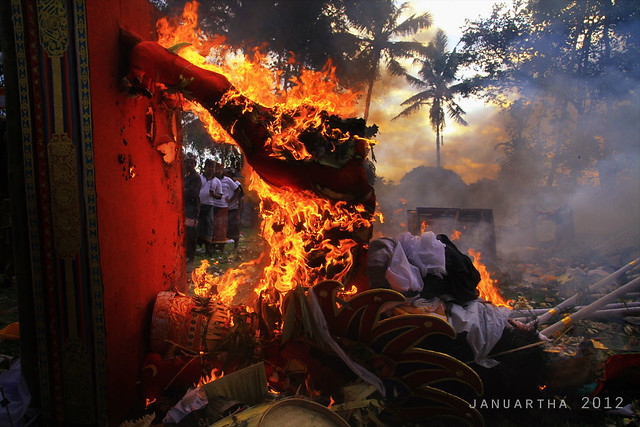 bali image of mass cremation at Ubud, Gianyar