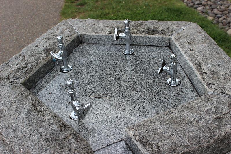 水飲み場も五角形