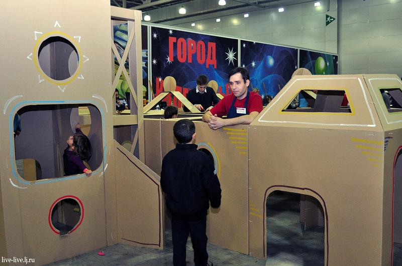 Cardboard spaceport_020