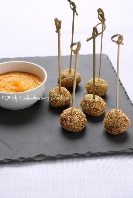 Bocconcini di taragna con pomodori secchi e capperi e maionese di zucca