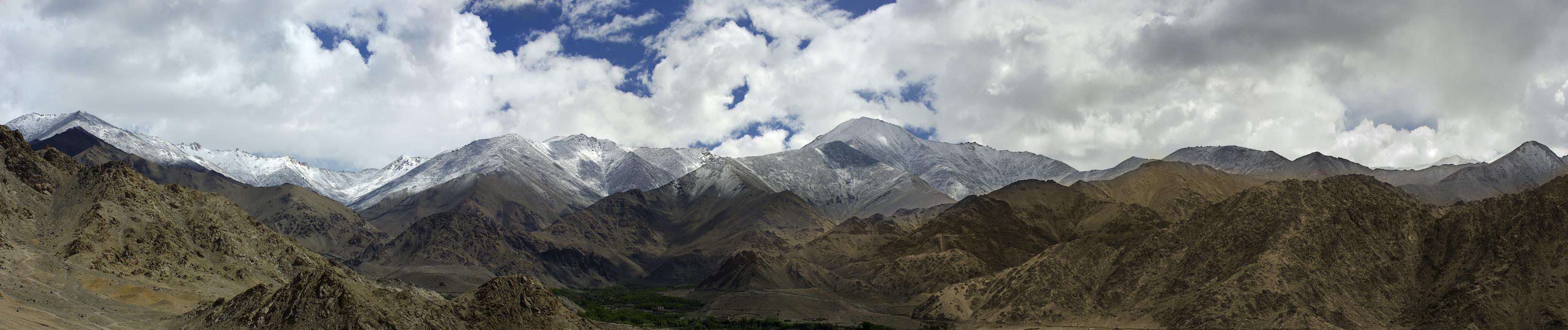 Ладакх, вид на долину Ле. Панорамы Гималаев