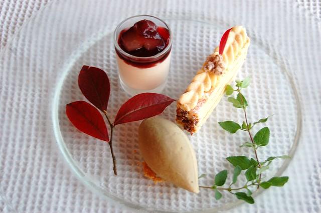 Dessert(ホワイトチョコのケーキ・ラフランスのムース・プラリネのジェラート)