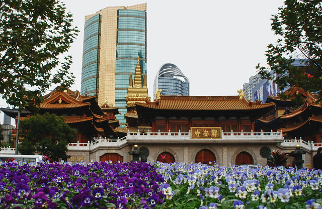 Jing'an Temple by CC user heroiclife on Flickr