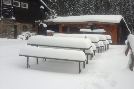 Nervózní start lyžařské sezóny střídá naděje