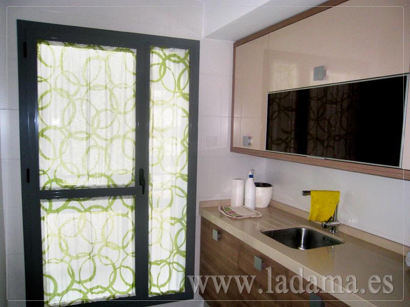 Fotograf as de cortinas de cocina la dama decoraci n for Visillos cocina modernos