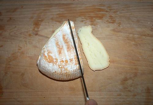 24 - Camembert in Scheiben schneiden