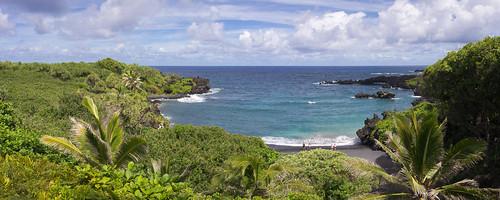 Honokalani Black Sand Beach in Waianapanapa State Park, Maui, Hawai'i (panorama)