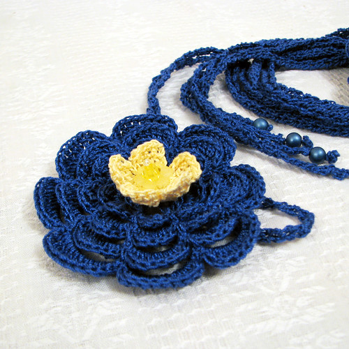 acessory with crocheted flower