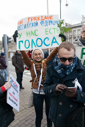 Proteste zur Parlamentswahl 2011, Demonstrantin mit Plakat