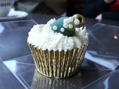 6585263473 2bd2a95a04 New Years Eve Celebration Cupcake Decorating Ideas