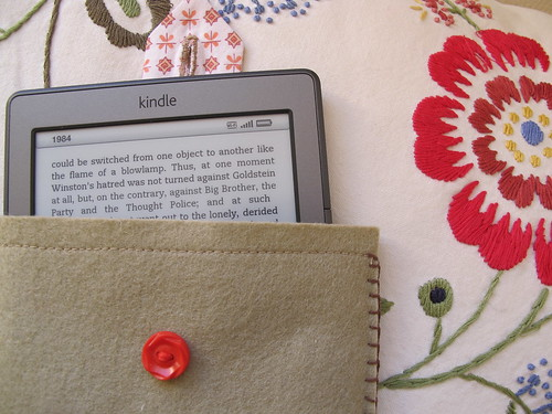 a mama-made kindle pouch