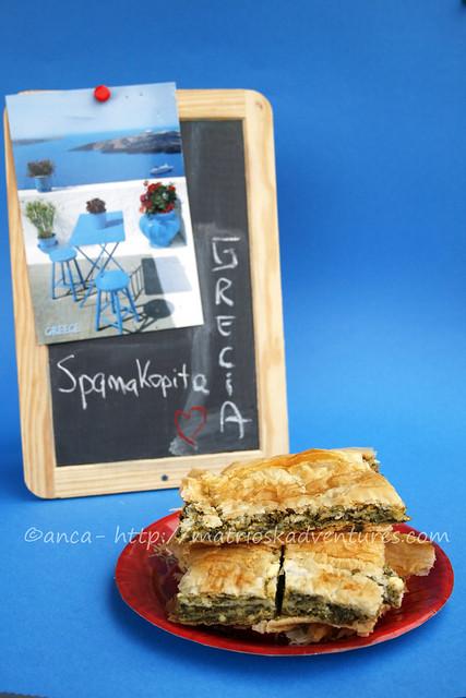 immagine spanakopita torta tipica greca con fillo spinaci formaggio