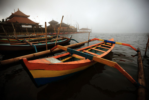 bali lake water colors indonesia temple boat colours roofs myst beratan bedugul puraulundanubratan canonef1635mmf28liiusm canoneos5dmarkii triplehull yalestudio shivaite