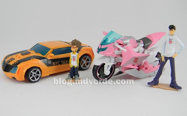 Transformers Bumblebee Deluxe - Transformers Prime - modo alterno vs Arcee