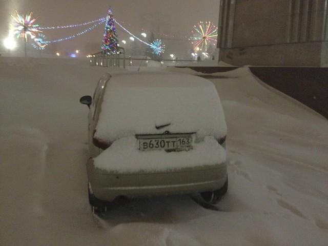 Незаконная парковка на Площади Славы (Самара)
