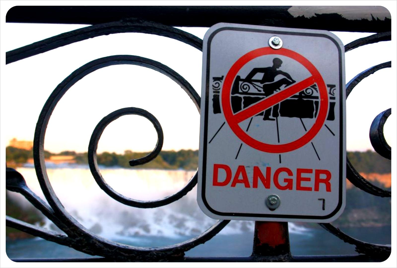 niagara falls warning sign