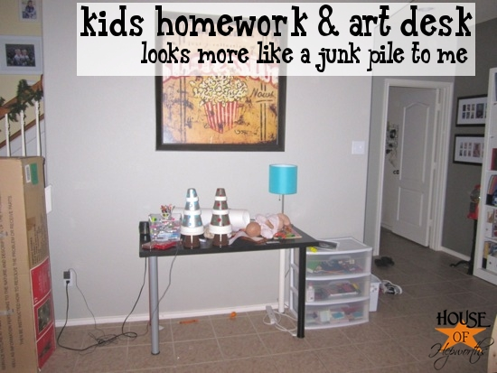 sofa_table_wall_living_room_hoh_02