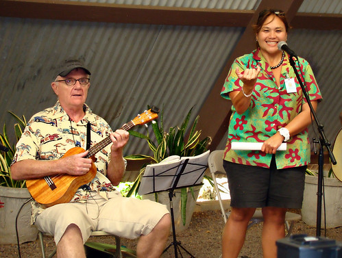 Ken Bari Murray (NYC Uke Festival founder) and Mele Apana by PacificNetwork.tv