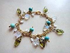 fancy free ... organic gold charm bracelet with glass flowers & leaves (7lx no. 12)