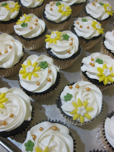 Yellow Flower Cupcake - Emaknya Nadia
