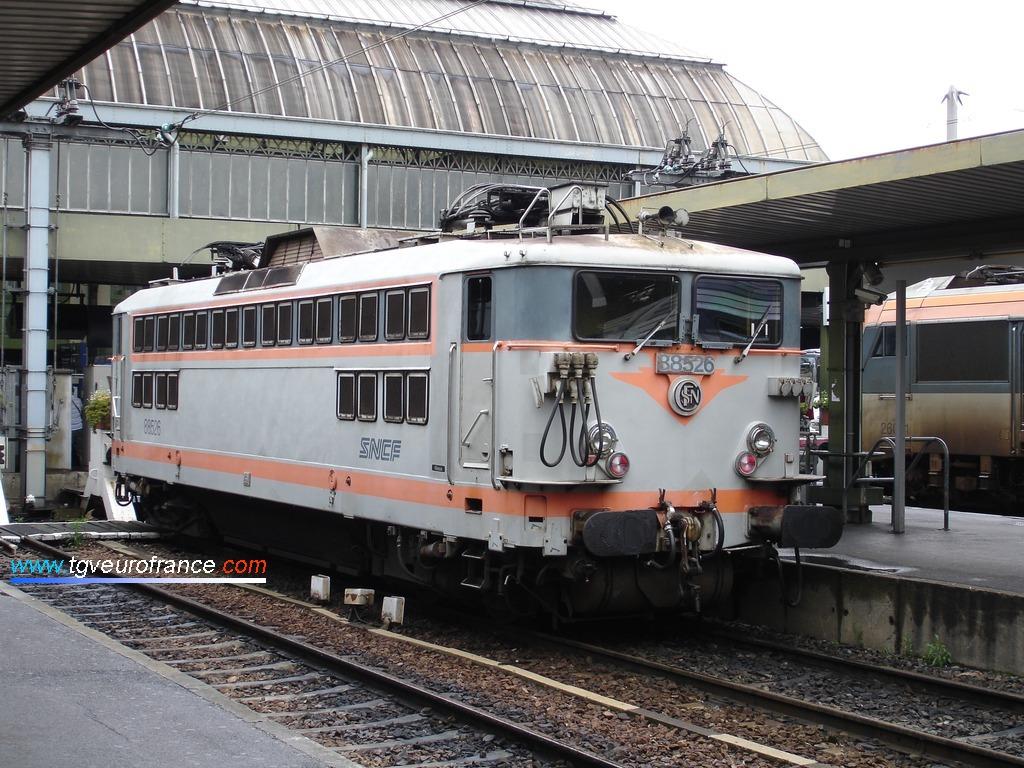 Une locomotive BB 88500 en attente d'un nouveau service le 23 août 2007