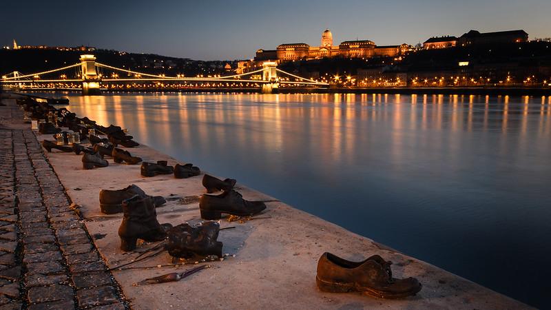Paseo de los Zapatos del Danubio