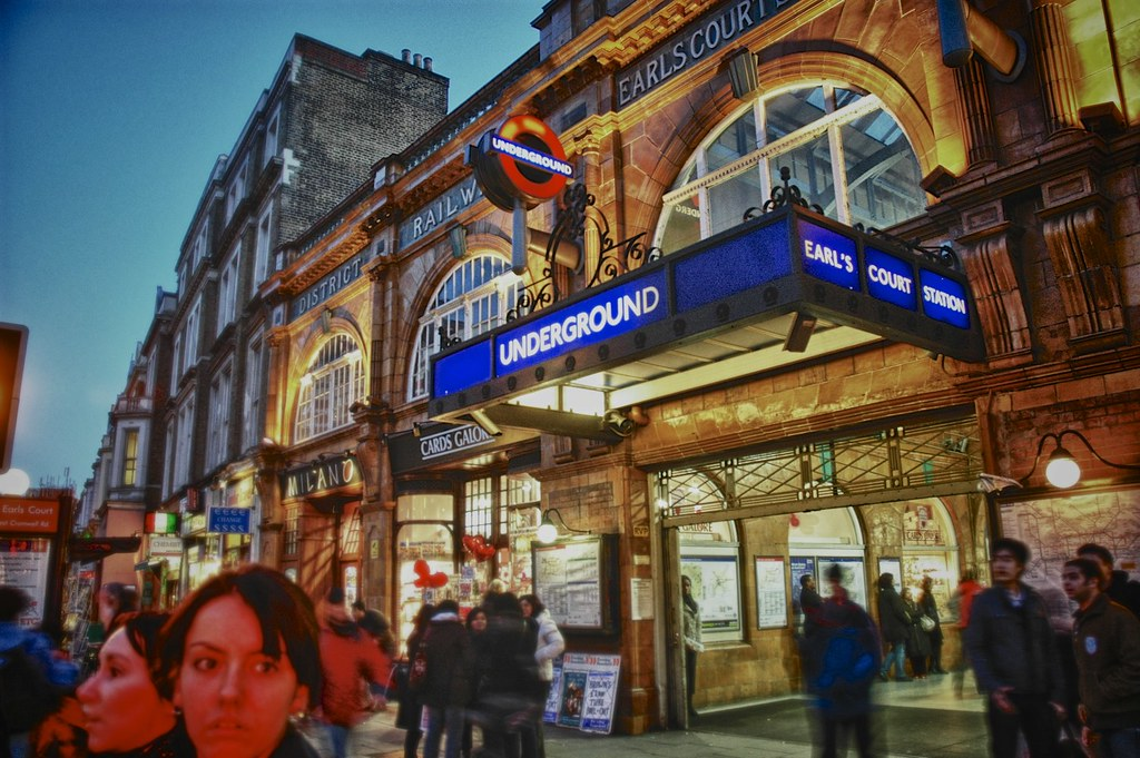 London Underground - Earls Court Station