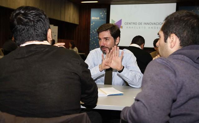 Socios del Centro de Innovación UC realizan mentorías a startups de Brain Chile 2016