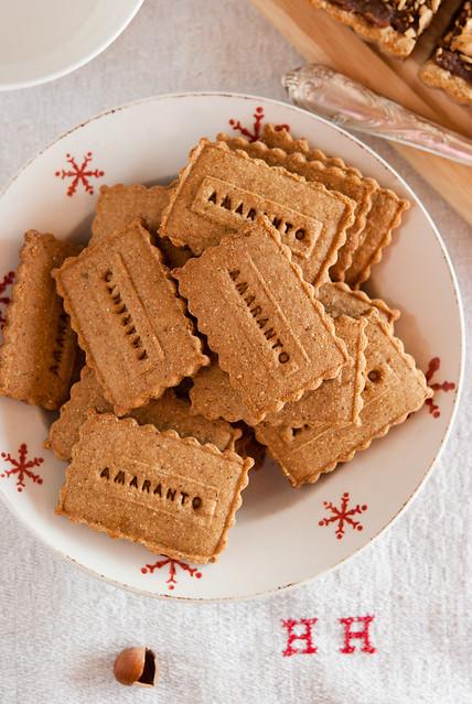 Biscotti con amaranto e nocciole