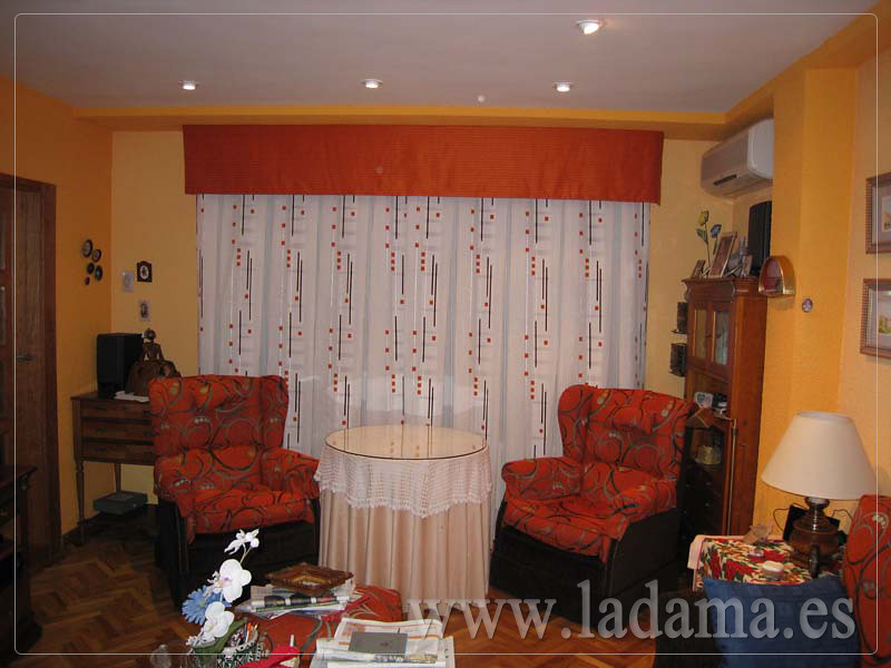 Decoraci n para salones cl sicos cortinas con dobles for Precios de cortinas de salon